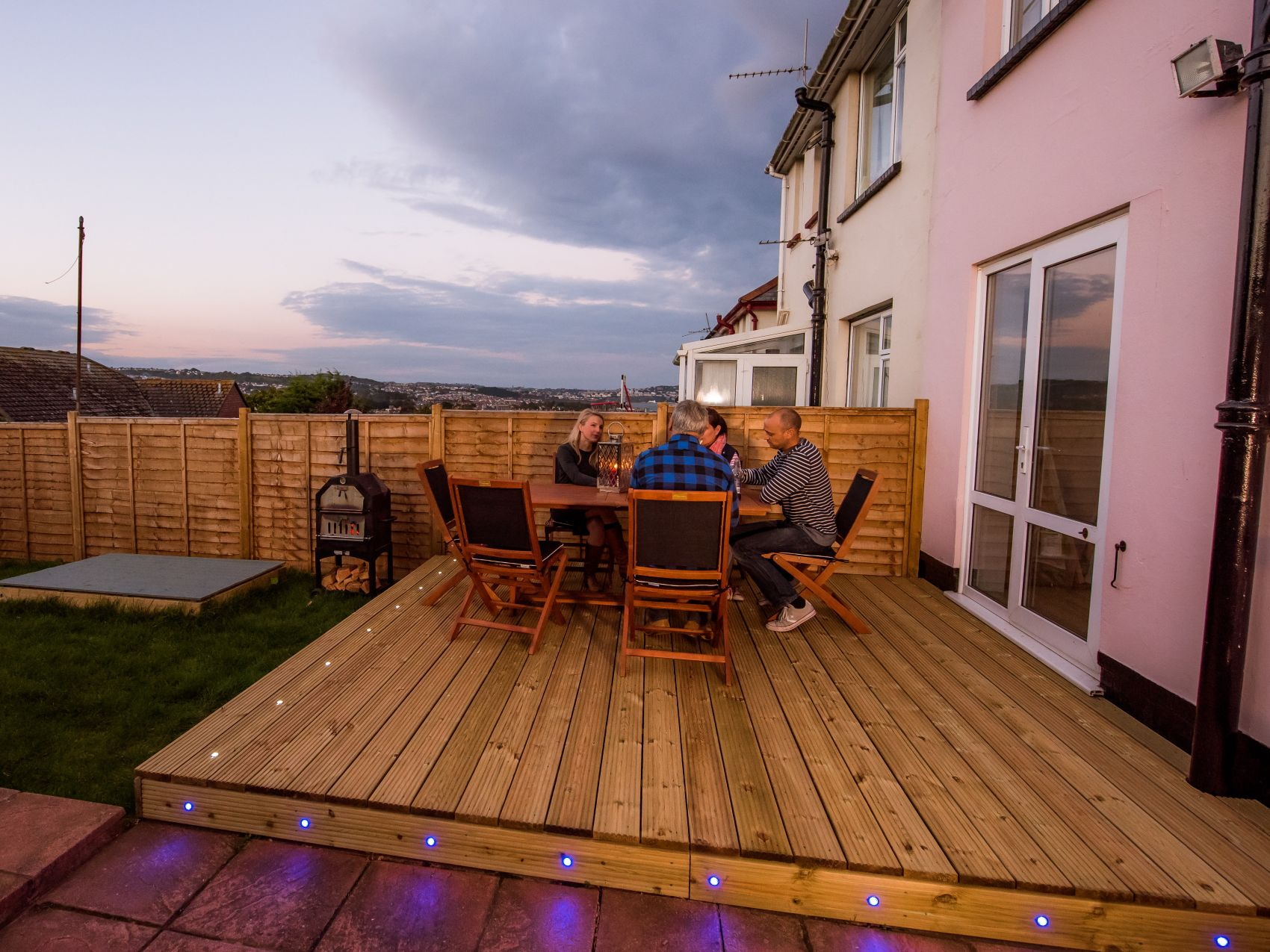 Erecting a fence for Composite decking wickes