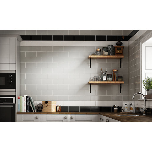 Black Gloss Kitchen Wall Tiles: Wickes Cosmopolitan Black Ceramic Tile 200 X 100mm