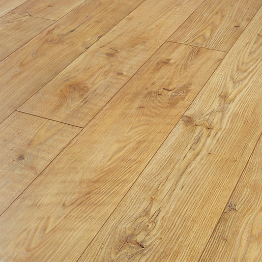 Wickes Sonora Light Chestnut Laminate Flooring Wickes Co Uk
