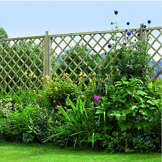 wickes diamond lattice screening fence panel 18 x 18m