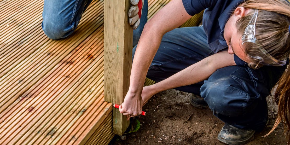 How to Assemble Deck Railings | Wickes co uk