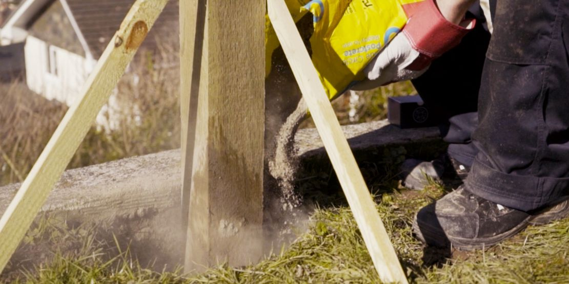 How to Install a Fence | Wickes co uk