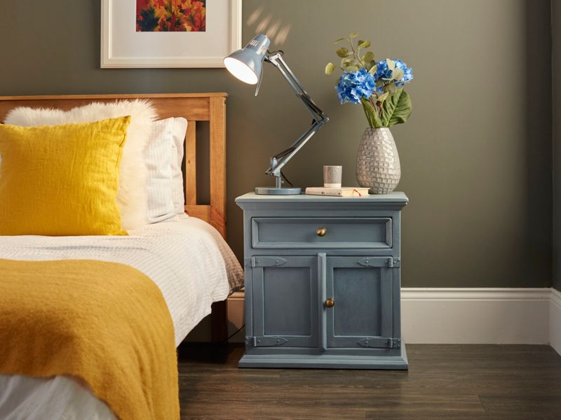 How to upcycle a bedside table