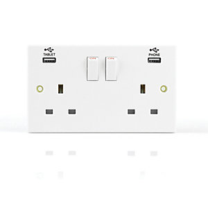 Wickes Twin Switched 13A Socket with 2 x USB Ports - White