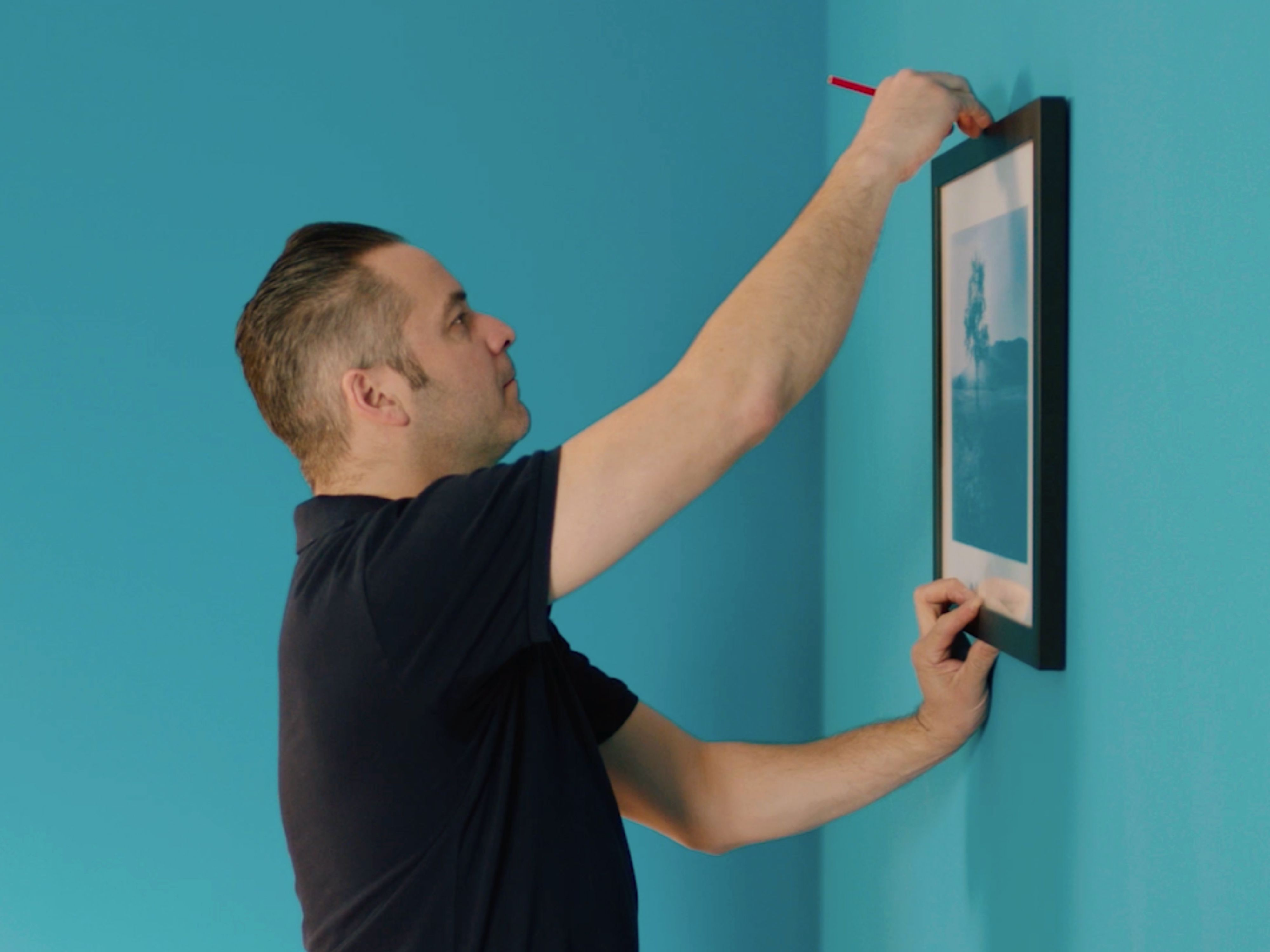 How to Hang A Picture | Wickes.co.uk