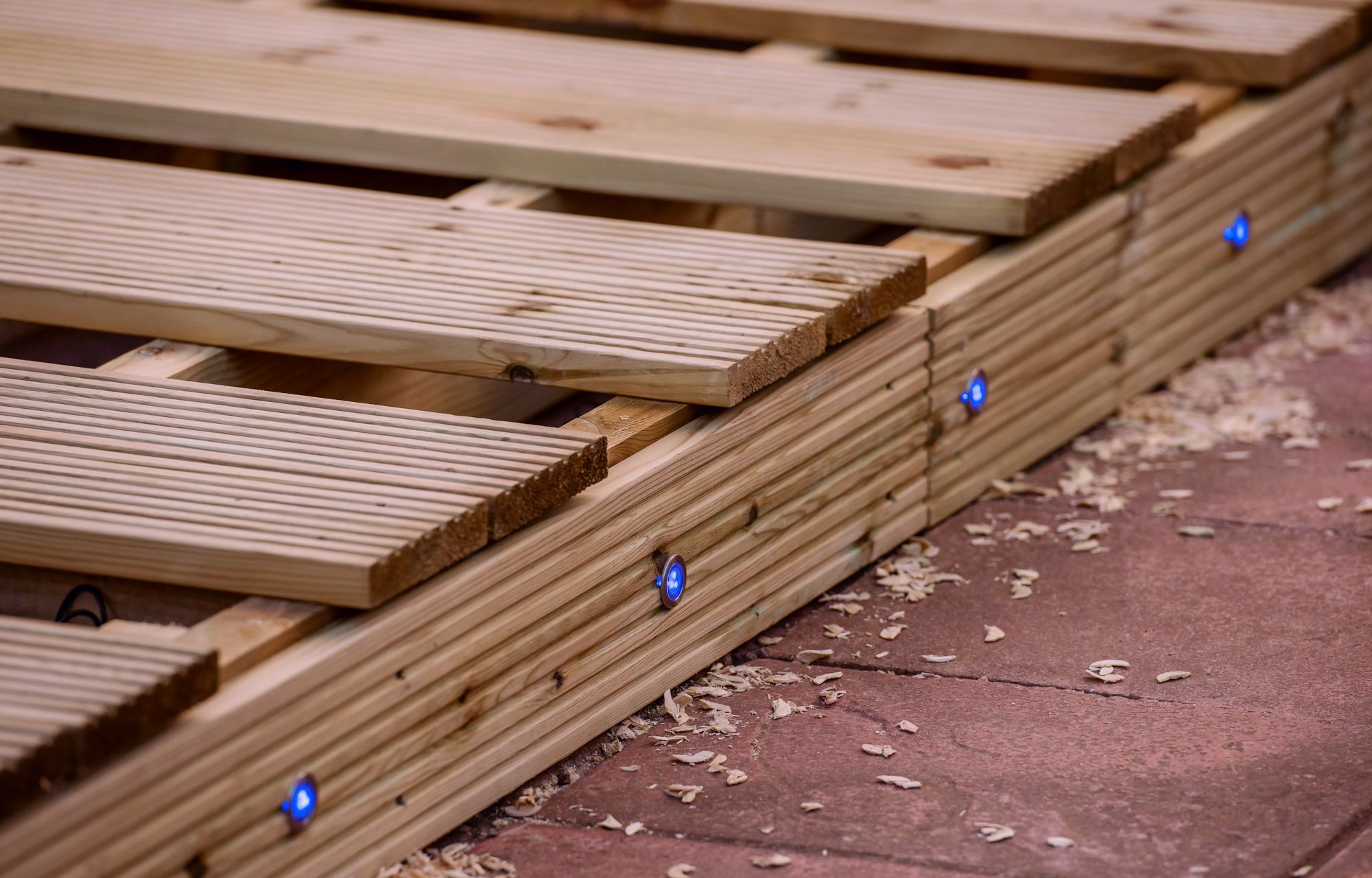 How to install deck lighting | Wickes.co.uk