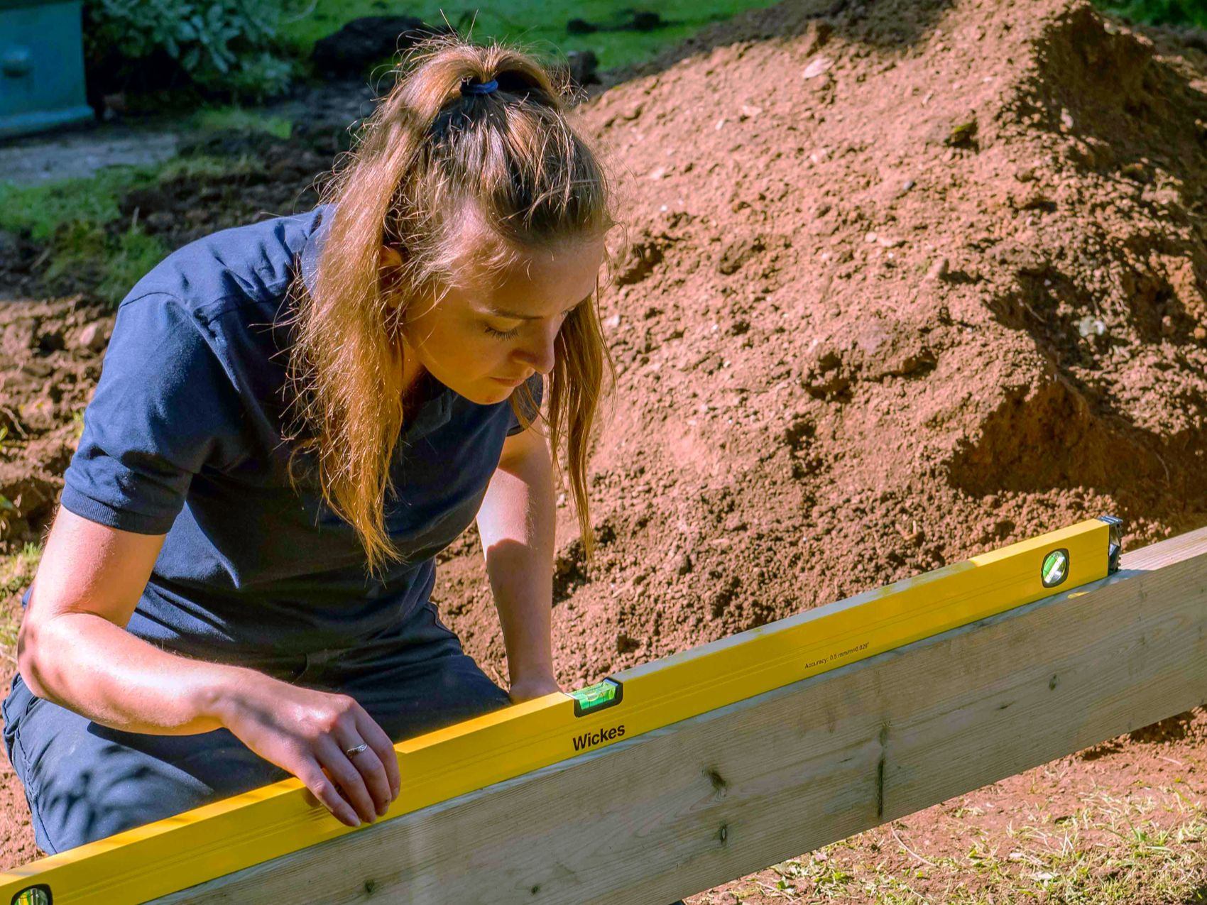 How to build a raised deck | Wickes.co.uk