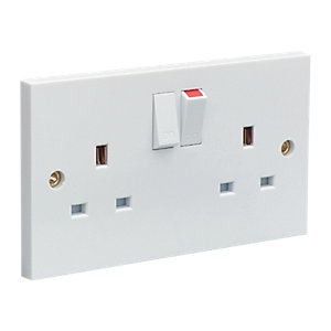 Wickes 13A Twin Switched Plug Sockets - White Pack of 10