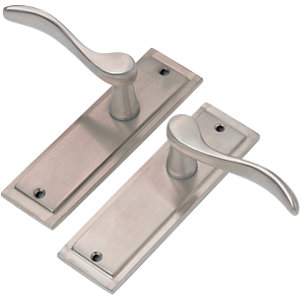 Wickes Bravo Latch Door Handle - Satin Nickel 1 Pair