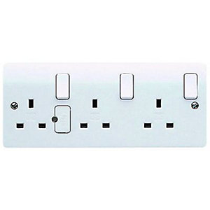 MK 13A Double Pole Fused Triple Switched Socket - White