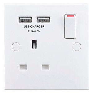 Wickes 13A Single Switched Socket with 2 x USB Ports - White