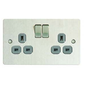 Wickes 13A Ultra Flat Plate Twin Switched Socket - Brushed Silver