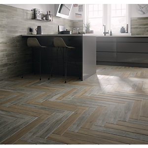 Wickes Dalby Weathered Grey Wood Effect Porcelain Tile 593 x 98mm