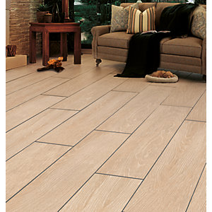 Wickes Kielder Light Oak Wood Effect Porcelain Tile 900 x 150mm