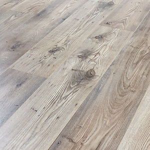Kronospan Rushmore Chestnut Laminate Flooring 1 73m2 Pack Wickes Co Uk
