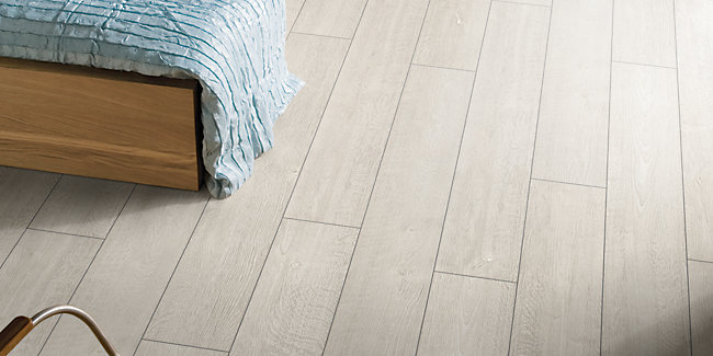 bathroom laminate flooring wickes wickes diy home improvement products for trade and diy 16036 | Laminate Flooring Wickes Albero Grey Oak Laminate Flooring 1 48m2 Pack~GPID 1100078000 01?$ratio21$&fit=crop