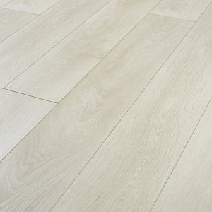 Wickes Aspen Grey Oak Laminate Flooring - 2.22m2 Pack