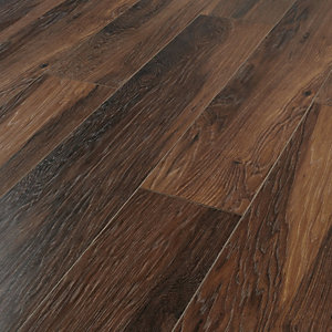 Wickes Reynosa Dark Hickory Laminate Flooring - 1.73m2 Pack