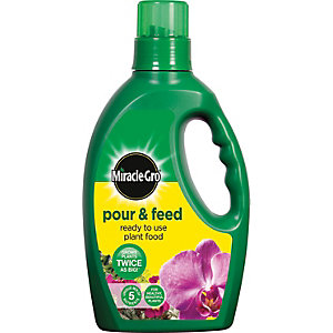 Miracle-Gro Pour and Feed - 1L