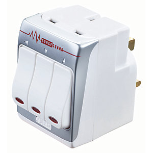 Masterplug 3 Gang Surge Protected Socket Adaptor - White 13A