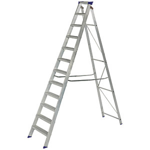 Werner MasterTrade 12 Tread Aluminium Swingback Stepladder